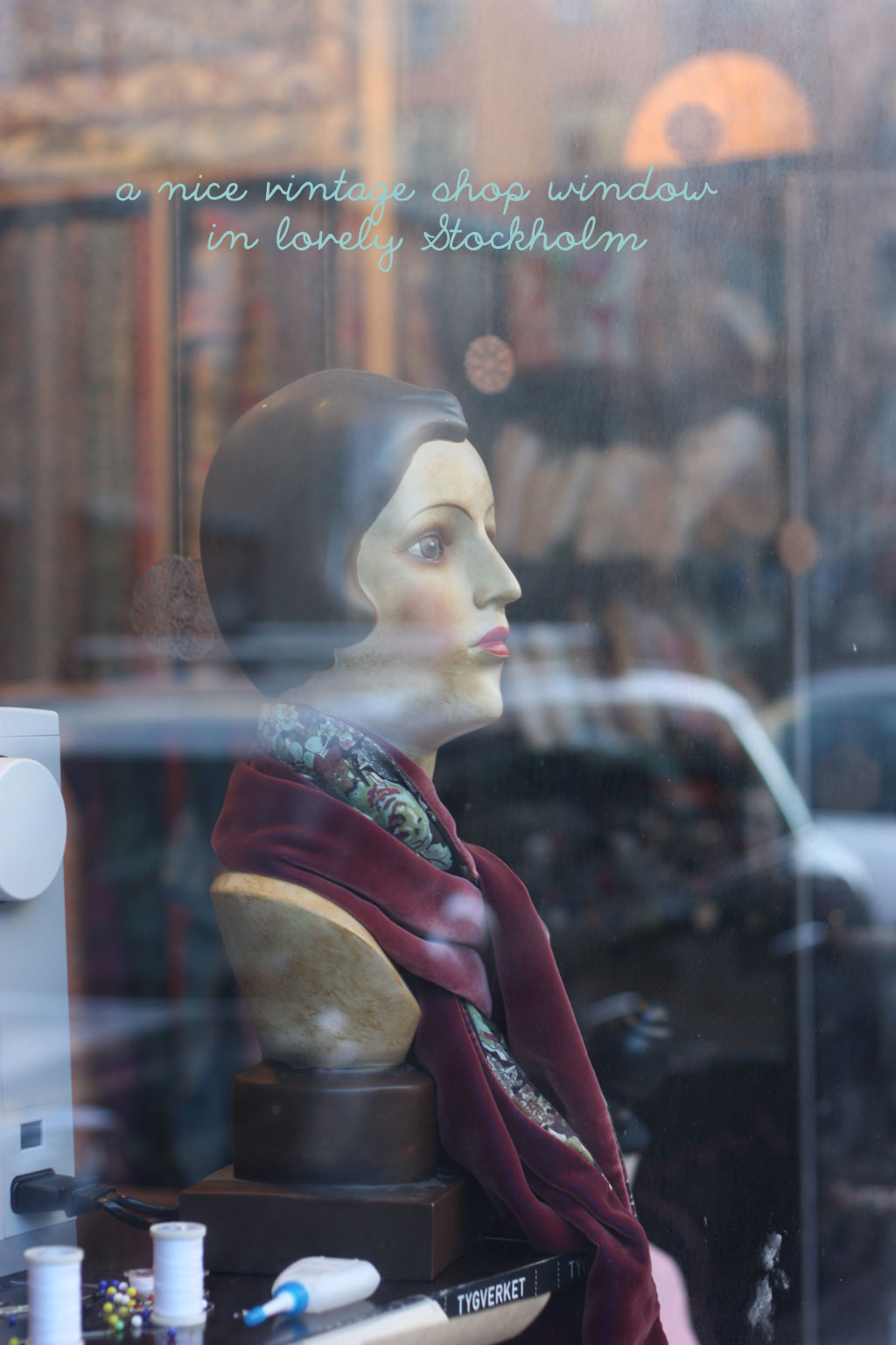 vintage-shop-window-in-stoc