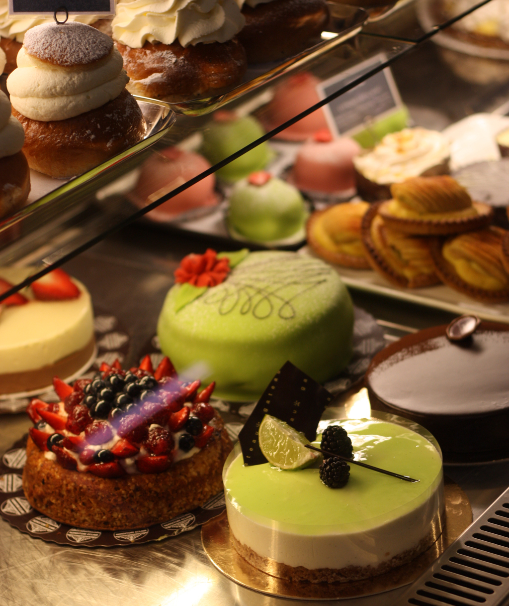 cakes at Saluhall by madame love
