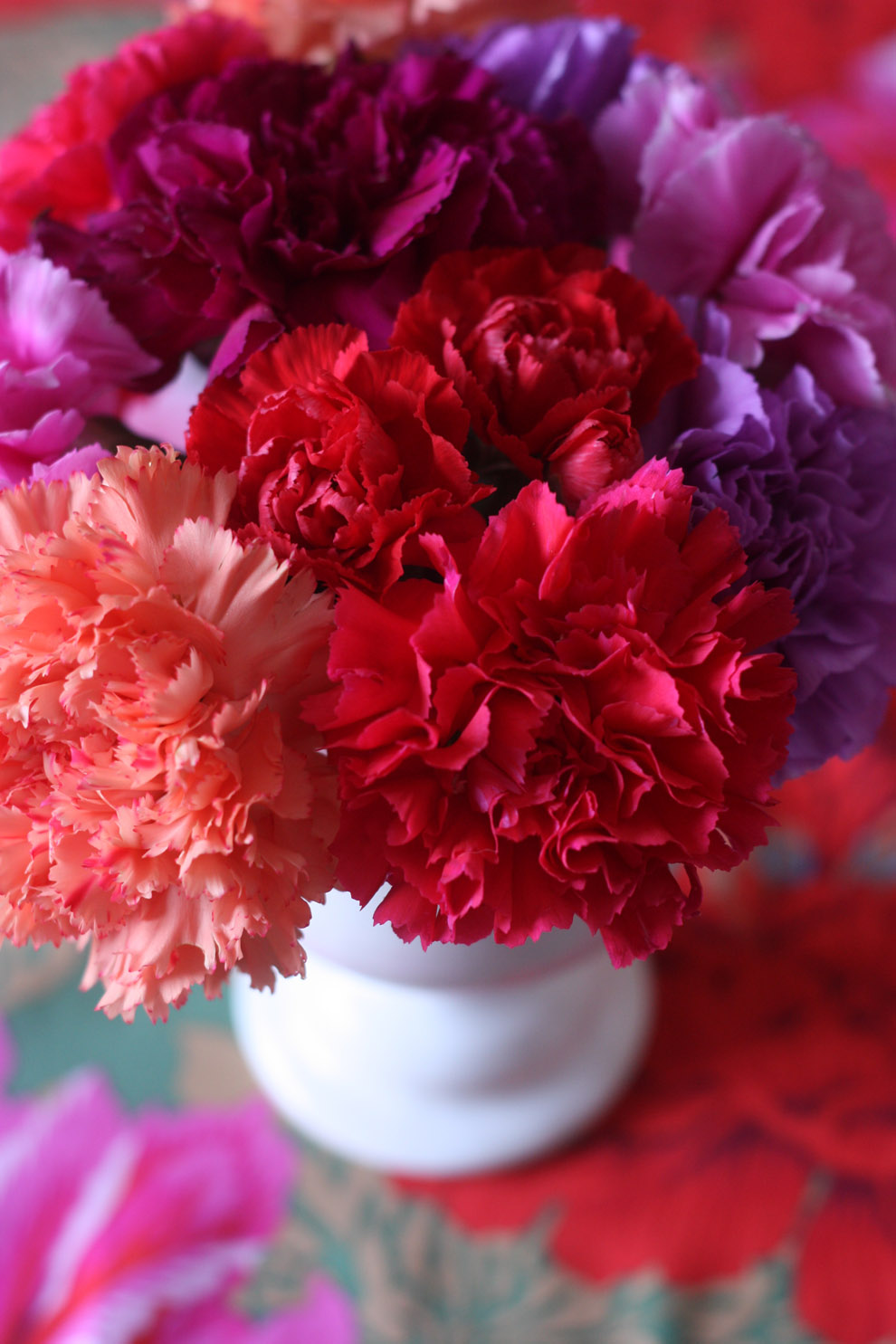 2flowergirls_carnation_red