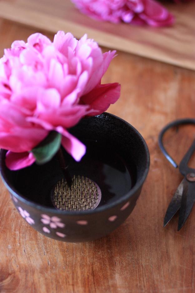 Kenzan in vase