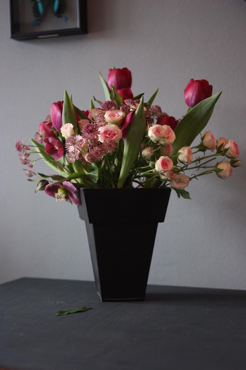 astrantia_hellebore_bouquet
