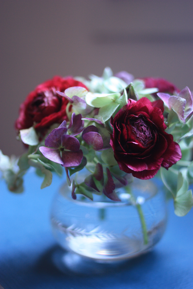 hortensia and ranonculus by madame love www.madame-love.com - the flowerblog