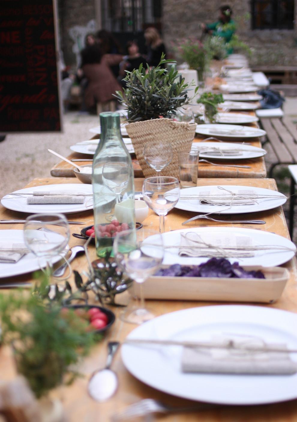 table kinfolk dinner joyeuse clique