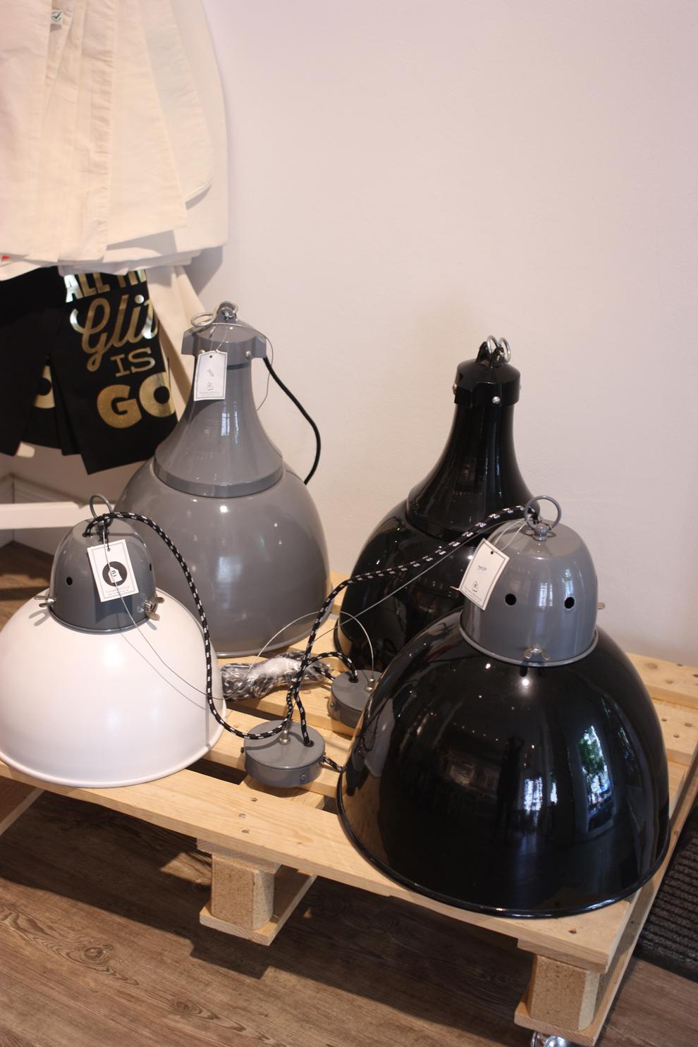 schön_und_ehrlich_industrial_lamps