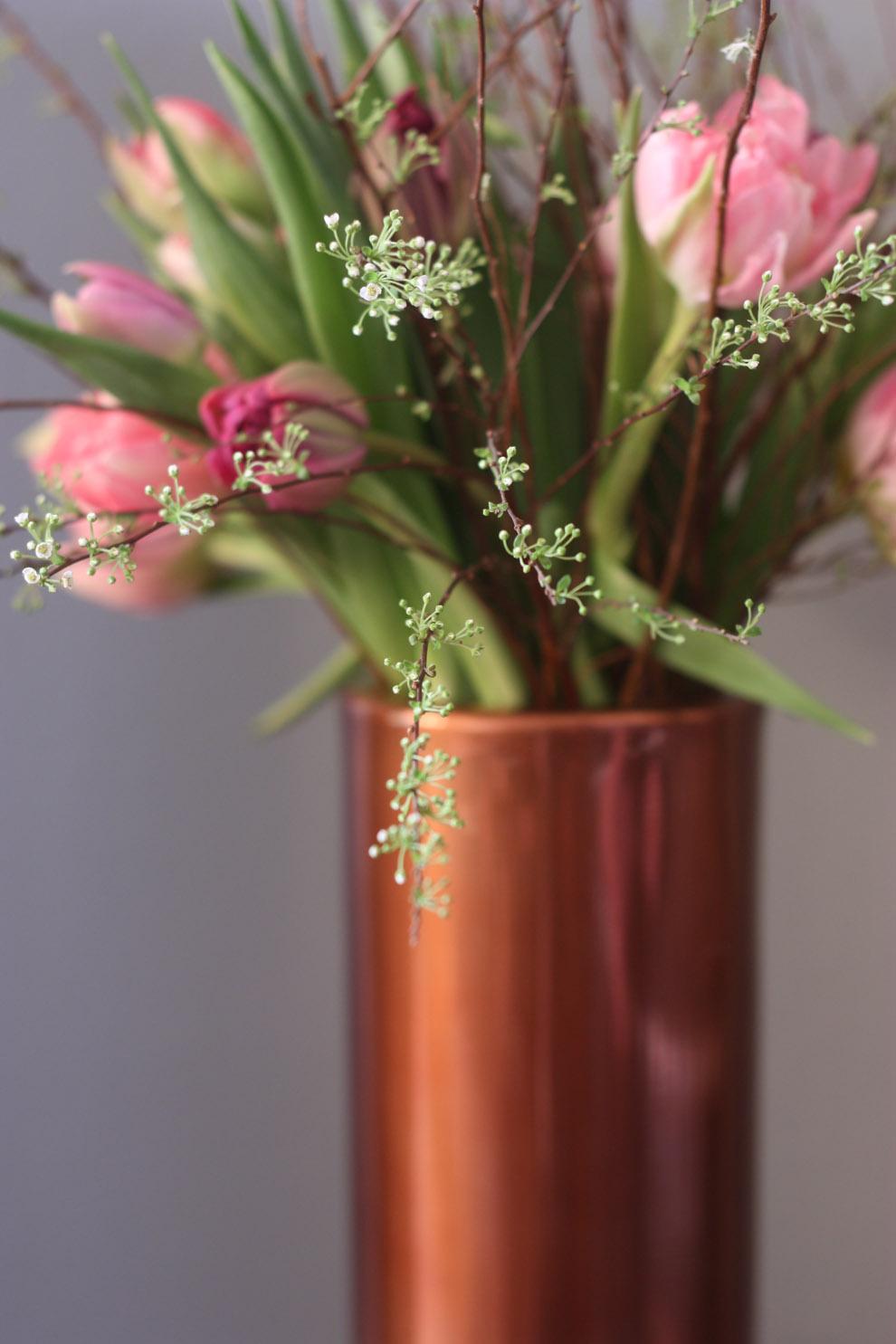 LIV_by_TM_Interior_Copper_Spirea_tulips