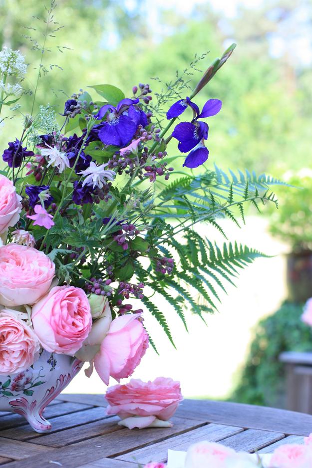 bouquet iris roses pierre de ronsard