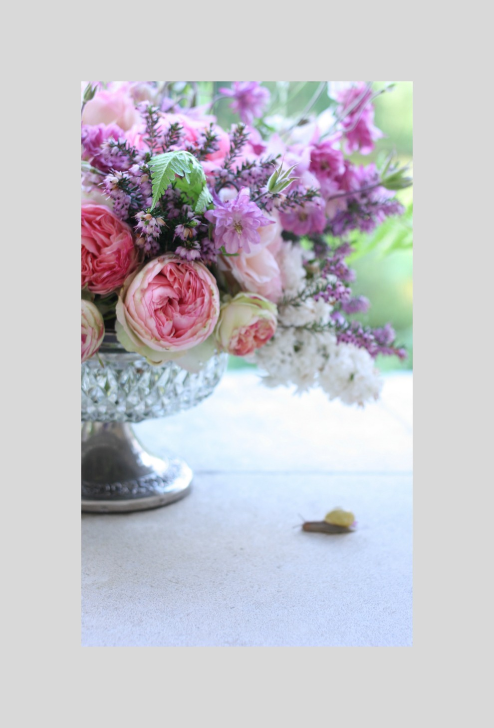 bouquet-with-snail