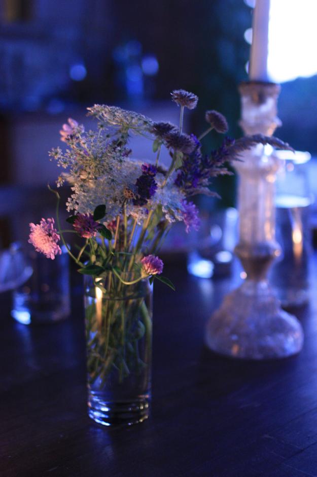 flowers_on_table