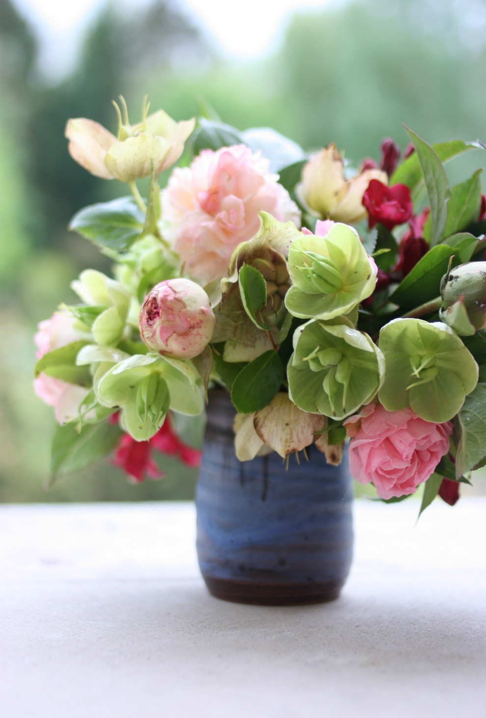 roses_and_hellebores