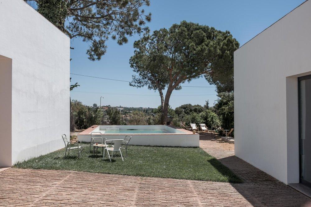 Casa-Modesta-exterior-Fiona-Burrage-Pool.jpg