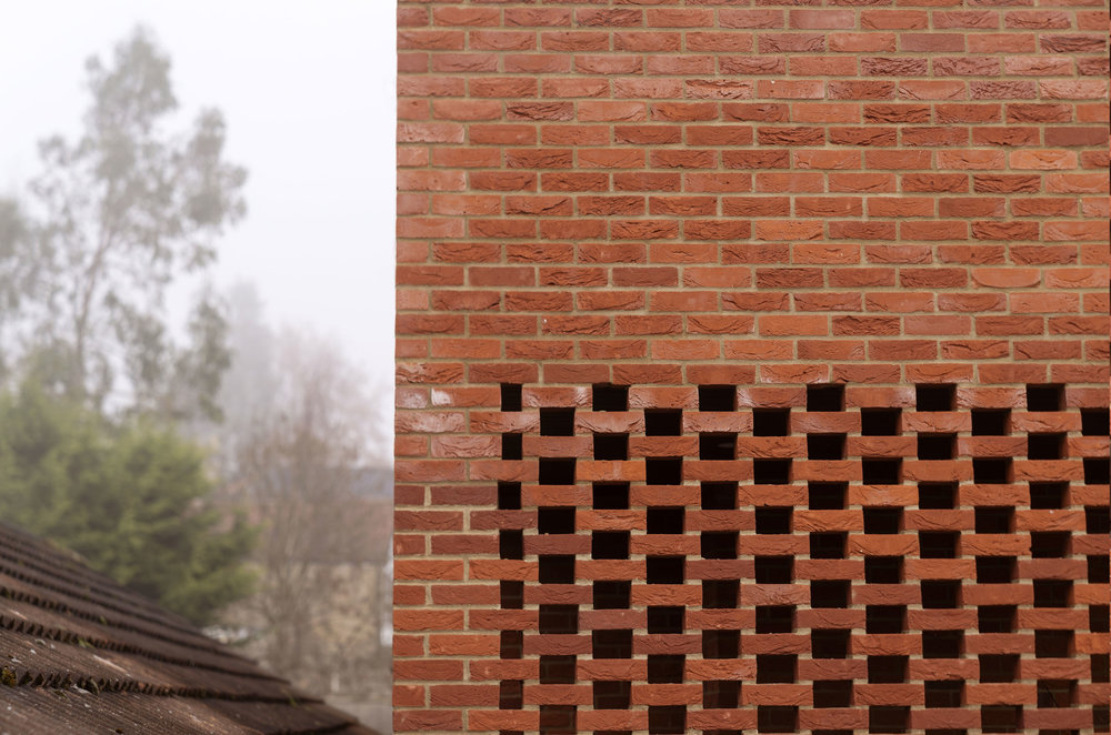 Hudson-Rose-Valley-Fiona-Burrage-exterior-Norwich-Photographer-Brick-wall.jpg