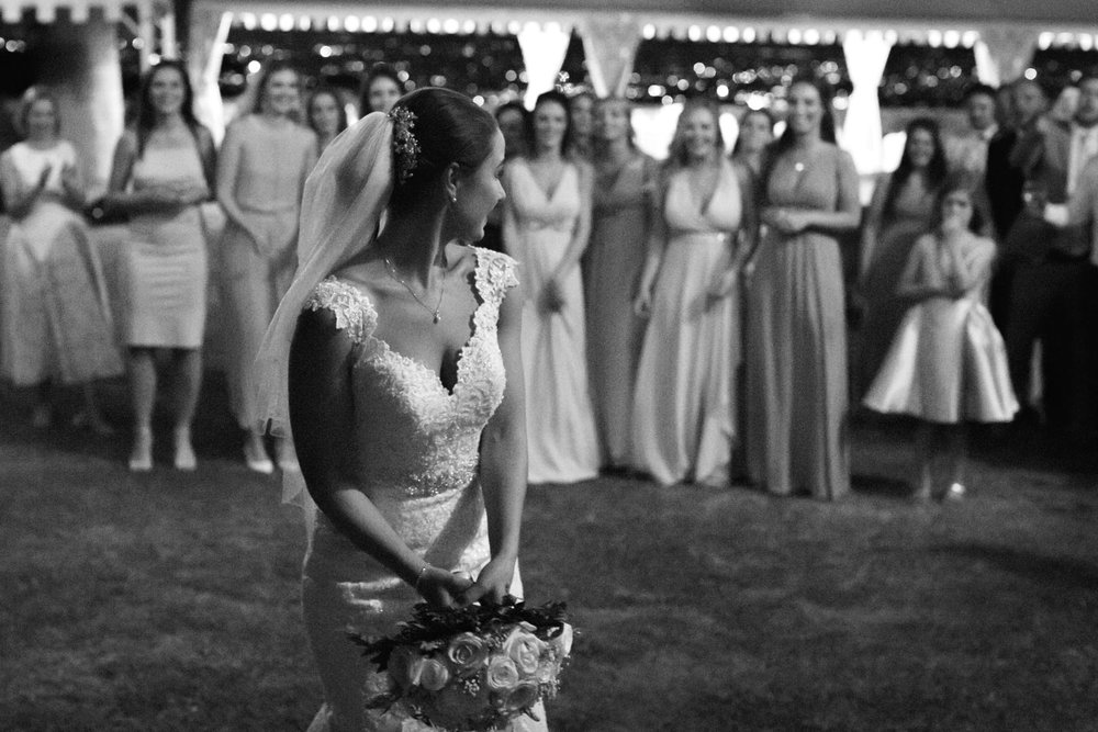 wedding photography bouquet toss.jpg