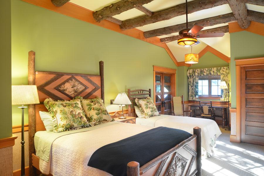 Lake-house-bedroom-1.jpg