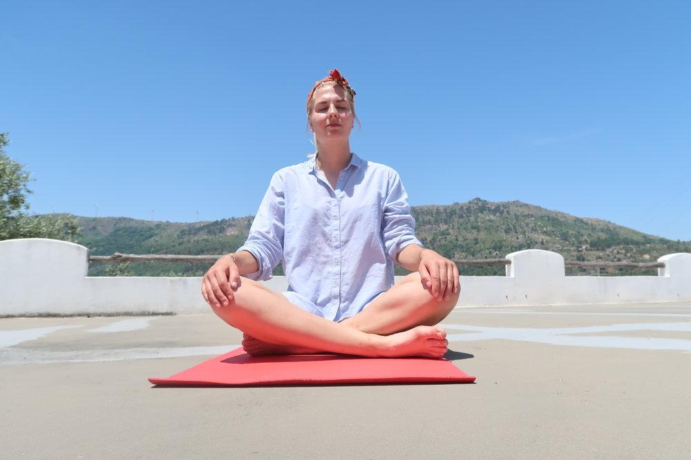 Yoga op het dakterras.JPG