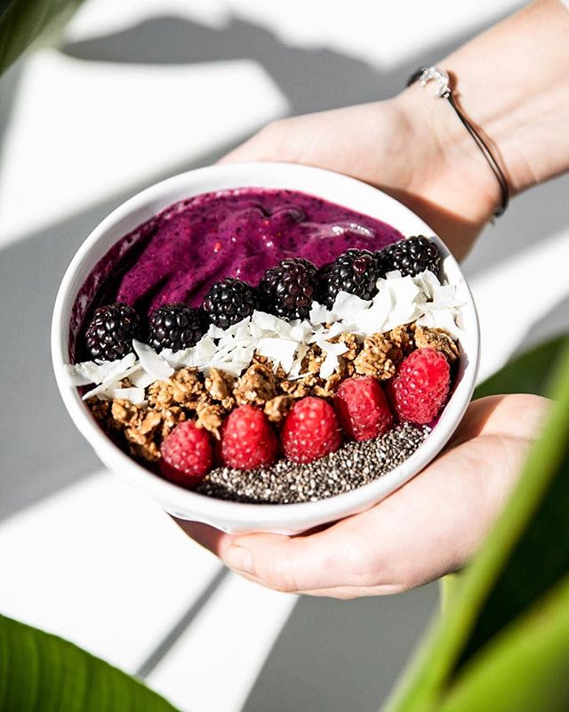 I love late mornings filled with warming light and smoothie bowls. Just waiting on a little help from the weather man!