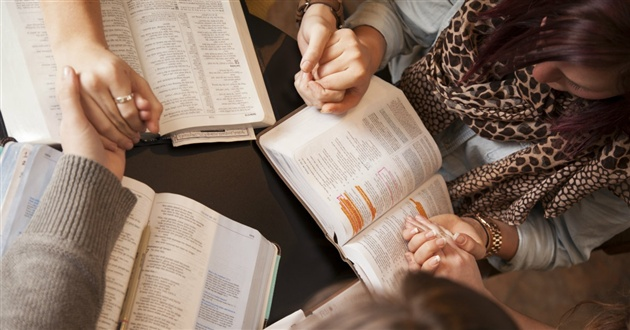 14091-praying-group-women-1200.630w.tn.jpg