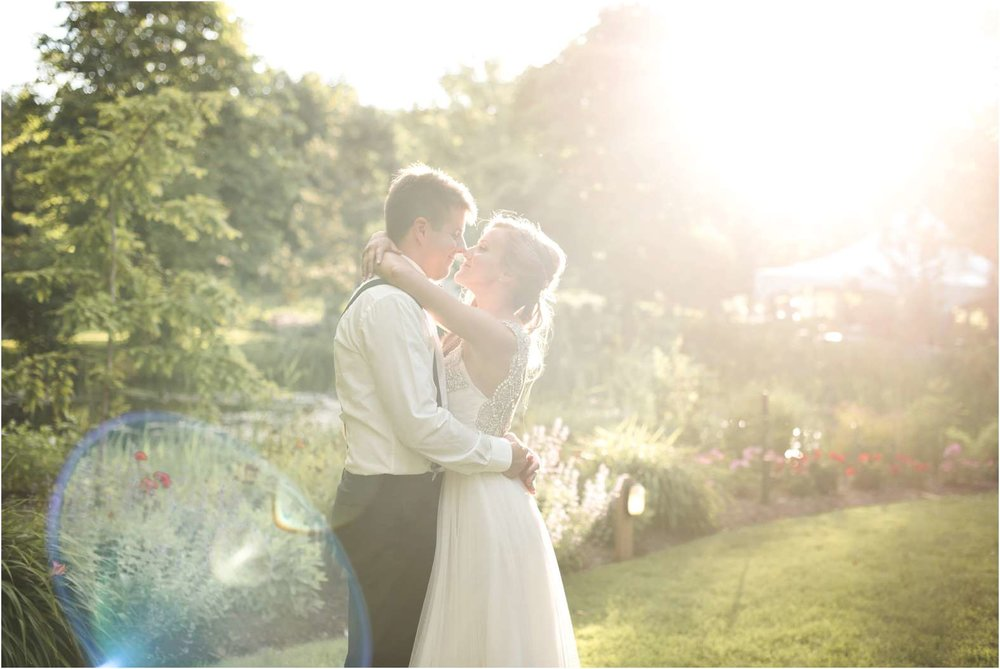 sunset_kiss_wedding_linden.jpg