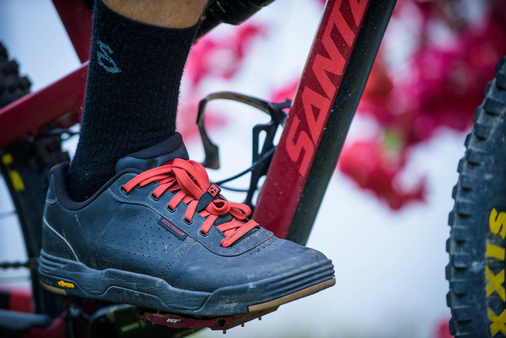 nmztbr_bontrager_flatline_shoe.jpg