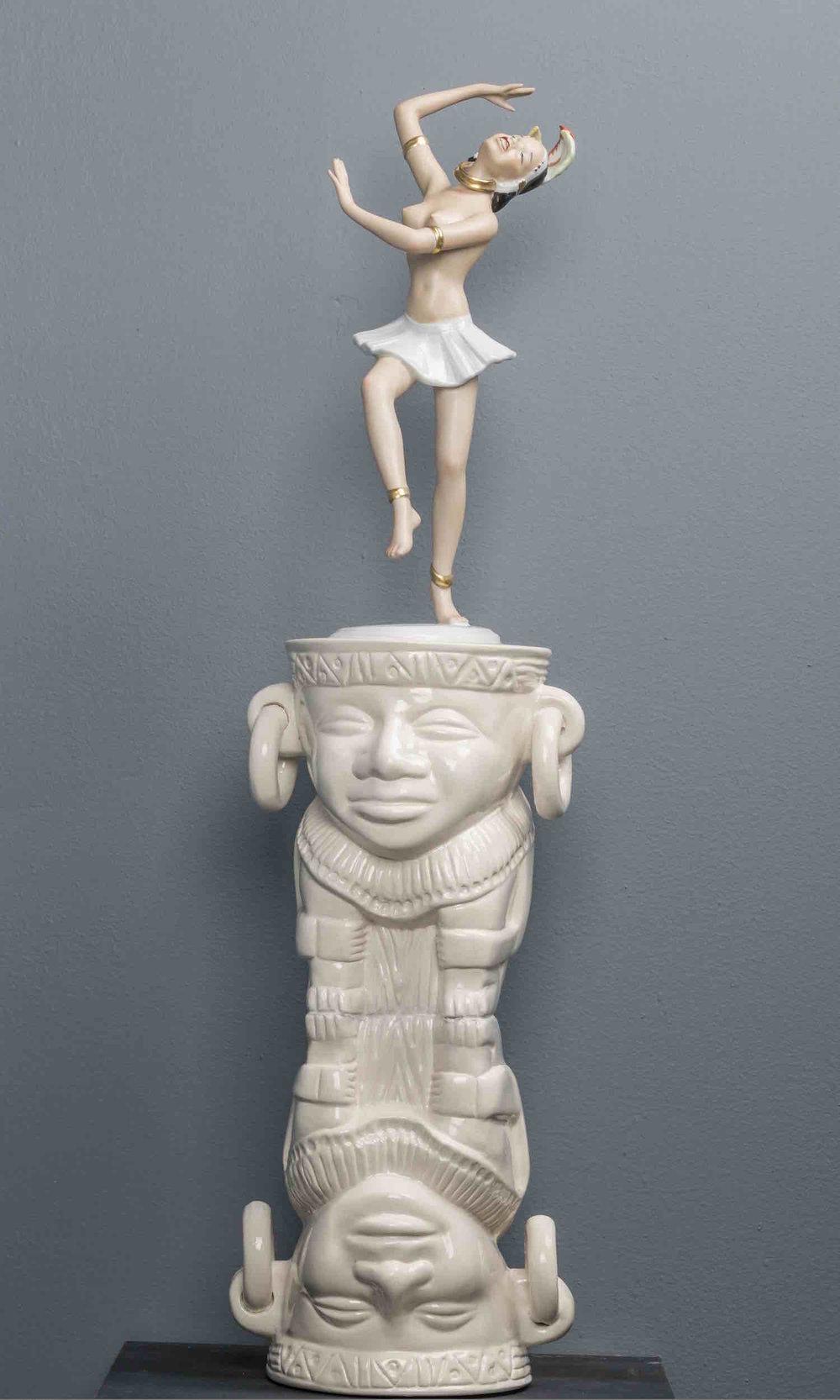 Tunjos y porcelanas   Cerámica y porcelana    67 x 25 cm. 2016