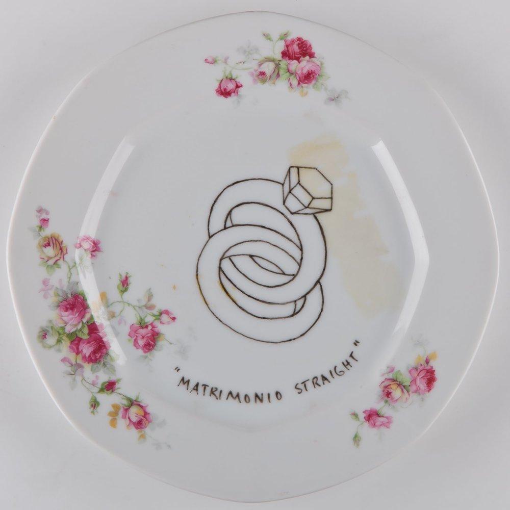 """""""Matrimonio straight""""   Esmalte sobre plato antiguo 25 cm diámetro. 2012"""