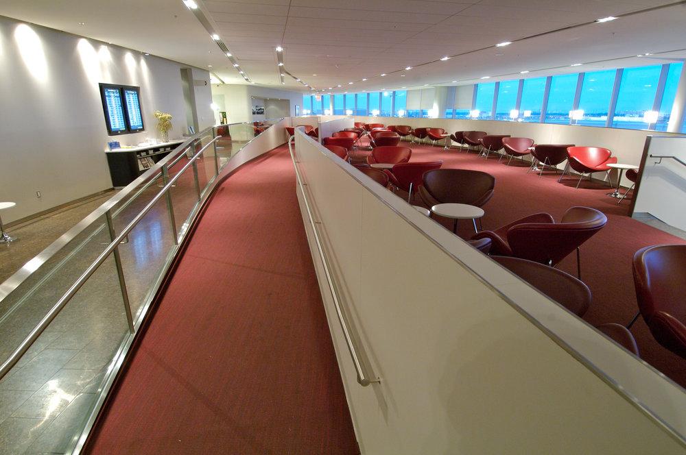 YYZ-Transboarder-Maple-Leaf-Lounge-seating-WEB.jpg