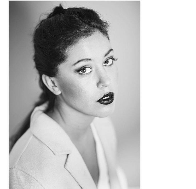 - Estudiante de diseño de vestuario en el Istituto de Marangoni en Milán, amante de la moda y la fotografía.