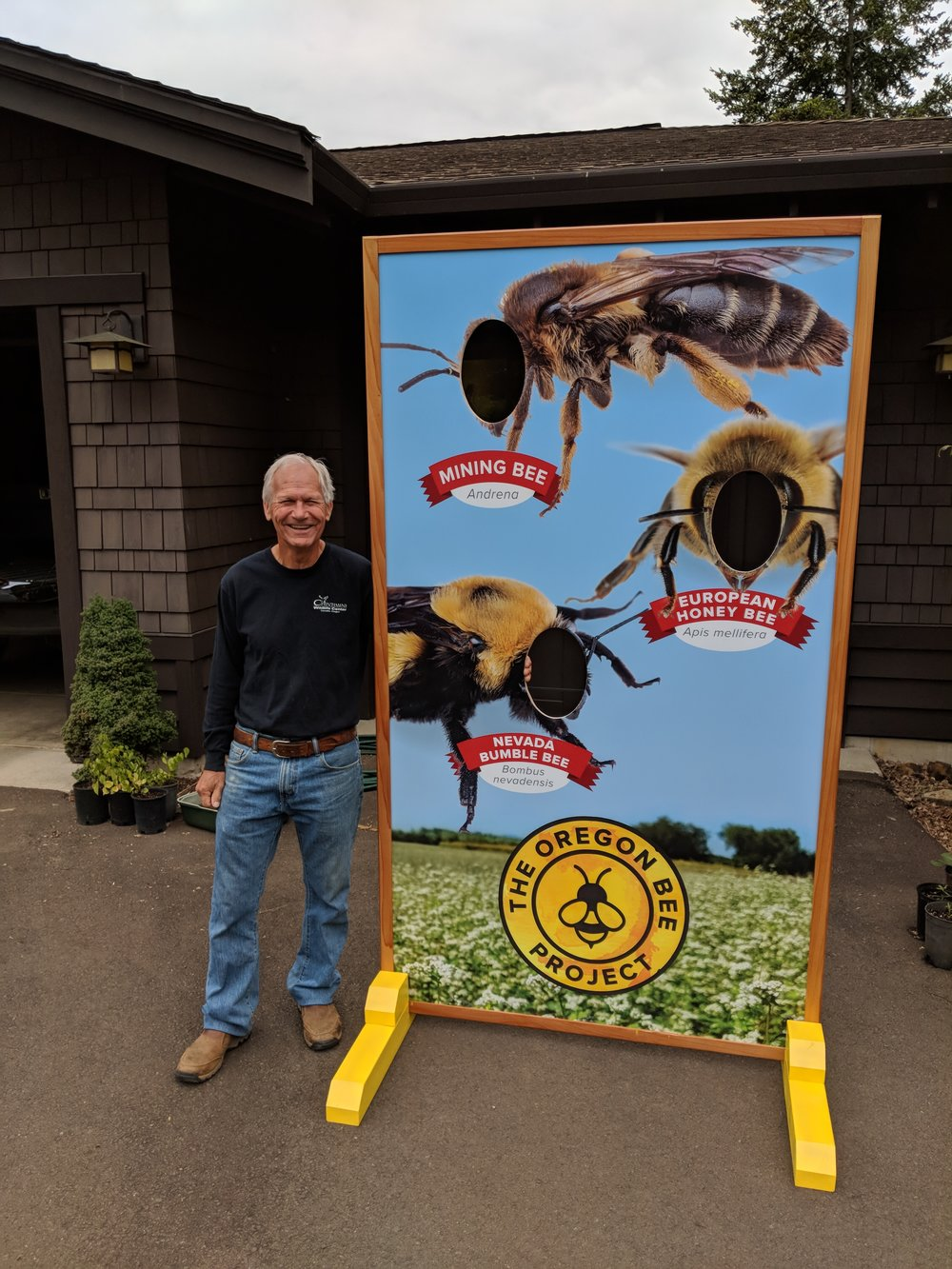 Benton County team leader Jerry Paul did the Oregon Bee Project a A BIG FAVOR this week by building this amazing stand for the Oregon Bee Project selfie booth. This booth will be busy this week, but it will be available for all the teams for outreach events in the future. Thanks Jerry and to all of you who are busy doing outreach this week.