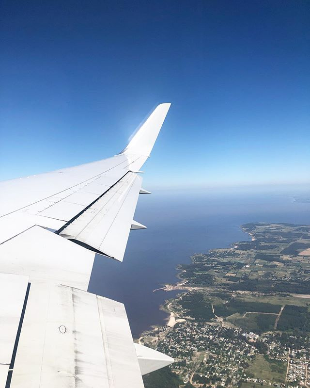 PERSPECTIVE | One of my favorite things about flying is the view...meta view | Seeing beyond the minutia to a grander scale + the big picture | this is where the little stuff fades away and the sense of endless possibilities, expansion and directions come  into being 💫 ahhhhh-mazing!! . . . #possibilitythinking #expansiveview #metaview #mindfulentreprenuers #bigpicturewisdom #getunstuck #newyear #newperspectives