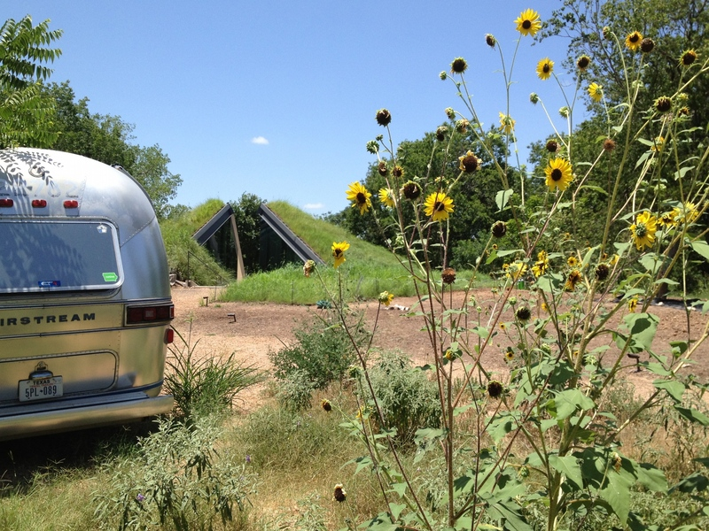 Gotta love that Airstream guest trailer - it has to be one of the coolest guest quarters I've seen!