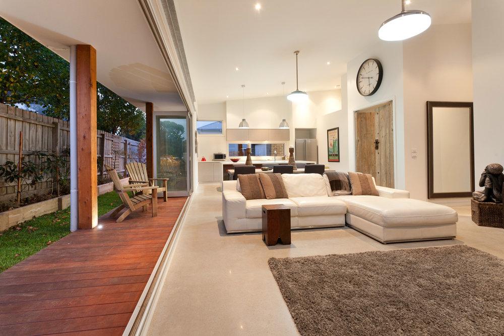 lounge2-8aKingGeorges.jpg
