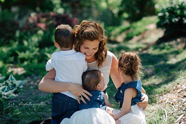 Créer des souvenirs  #motherhood #momwithcameras #momwithcameras #momofthree #family #familyphotography #familyphotoshoot #familyphotographer #outside #dearphotographer #vsco #three