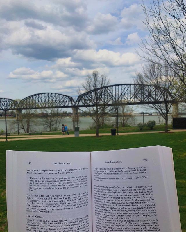 There's nothing better than a good book on a pretty day! •📚🐐📚• • • #louisvilleky #booklover #reader #bookstagram #louisville #ky #bookphotography #nulu #books #spring #summer