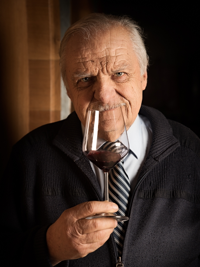 IT IS  ERNESTO DELLAPIANA THAT IN 1974 BEGAN, WITH THE FIRST YEAR OF PRODUCTION, THE ADVENTURE OF THE RIZZI WINERY. -