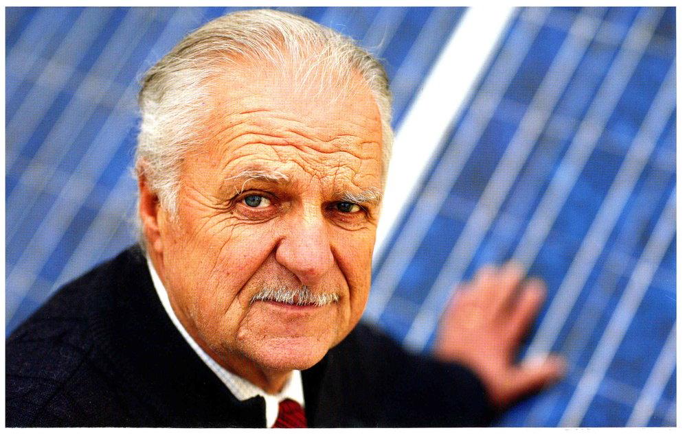 Ernesto Dellapiana nasce ad Alba, città piemontese perla del Territorio delle Langhe e Roero,nel 1940. -