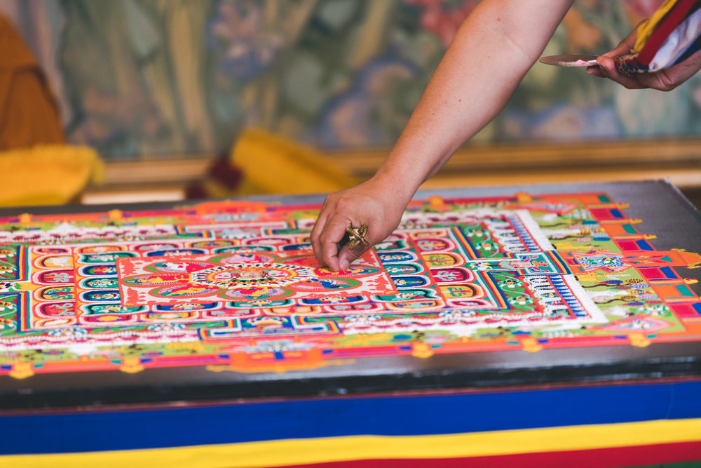 27_09_18_destruction ceremony_mandala sand_28.jpg