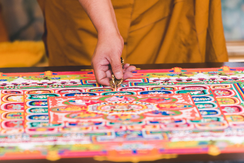27_09_18_destruction ceremony_mandala sand_31.jpg