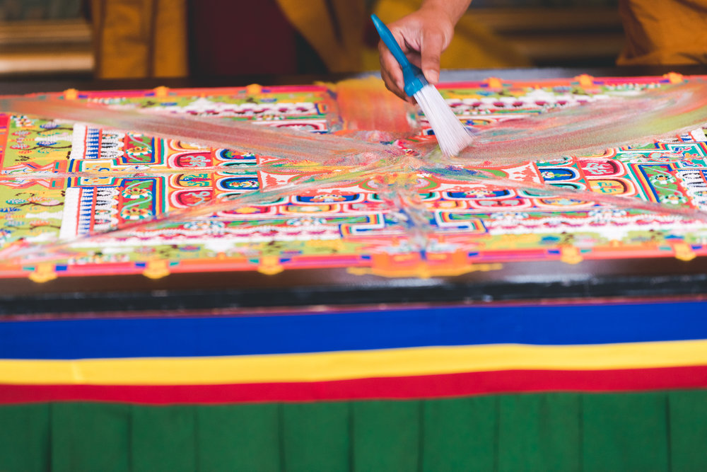 27_09_18_destruction ceremony_mandala sand_32.jpg