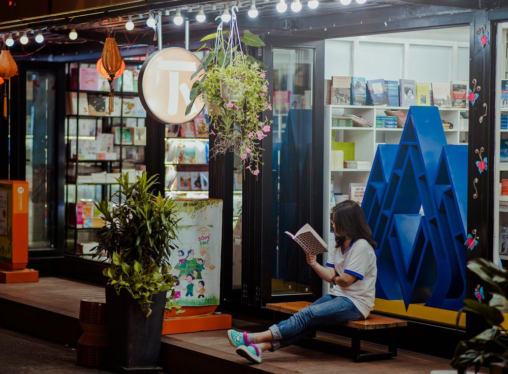 alone-bookstore-boutique-775999.jpg