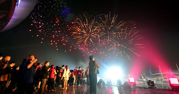 largest-firework-display-2_tcm25-412572.jpg