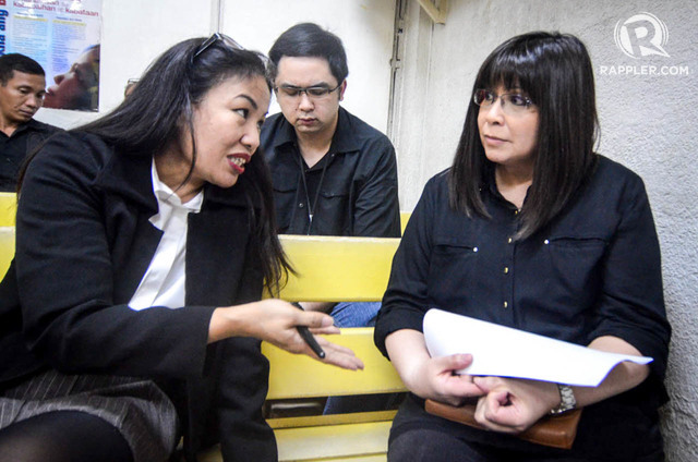 SUSPENDED. Lawyer Trixie Cruz-Angeles (left) is suspended by the Supreme Court. In this file photo, Angeles speaks to her client Lottie Manalo-Hemedez, the estranged sibling of INC leader Eduardo Manalo. Photo by Alecs Ongcal/Rappler