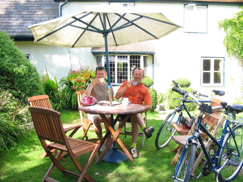 tea and cake on cycle route in Teme vall ey ©www.wheelywonderfulcycling.co.uk.jpg