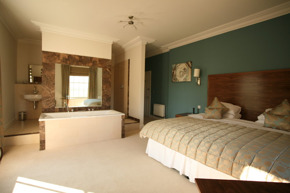 A suite retreat: bedroom with bath at Fishmore Hall