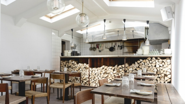 Rök Islington  - In contrast to the Shoreditch venue, our larger second branch is aimed at the local neighbourhood with a more refined interior. Here, the talented team focuses on great wines and oysters in turn delivering a lengthier menu that constantly changes with the seasons.