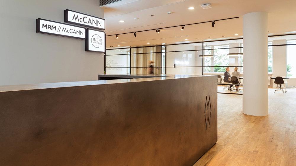 """Mc Cann Worldgroup - McCann hat sich vor 106 Jahren mit """"Truth well told"""" einen Namen als weltweit führende Werbeagentur gemacht. Wir vereinen Kreativität mit Tech-Kompetenz, um Marken eine bedeutsame Rolle zu geben – u.a. für L'Oréal, ALDI Nord und Opel. In Düsseldorf, Frankfurt und Berlin arbeiten 400 Mitarbeiterinnen und Mitarbeiter bei den drei Kreativagenturen in Deutschland.Mitarbeiterzahl: 400Agentur Claim: Truth well toldMaskottchen: Wir sind unser eigenes MaskottchenSpecial goodies: Wer will nicht am Broadway arbeiten?Düsseldorf ist geil, weil: hier die spannendsten Kunden sind."""