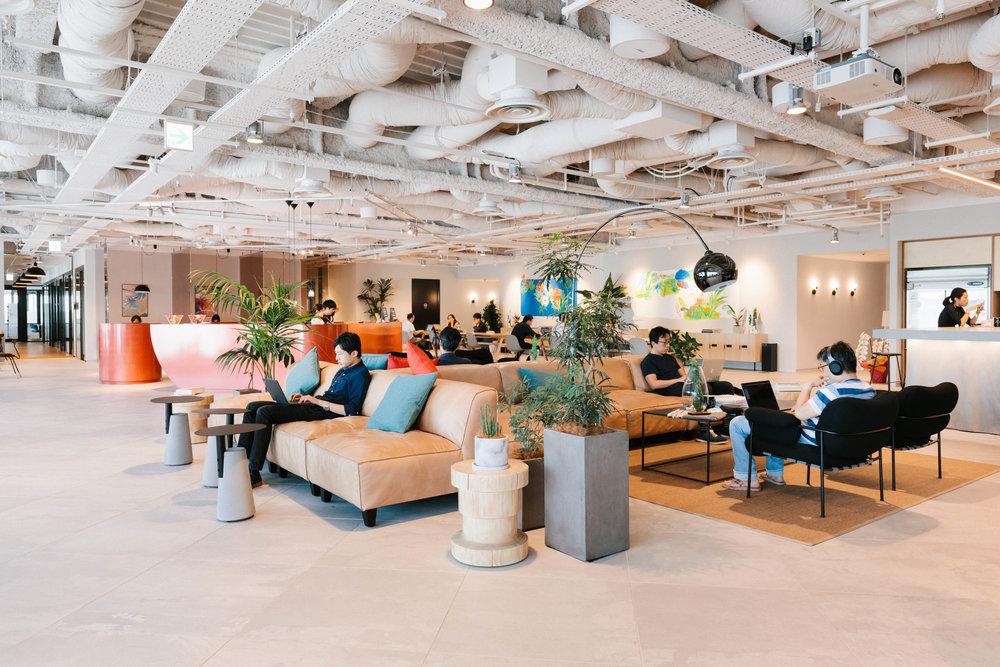 Coworking Spaces sind der Inbegriff für mobiles Arbeiten. Der weltweite Marktführer ist WeWork.