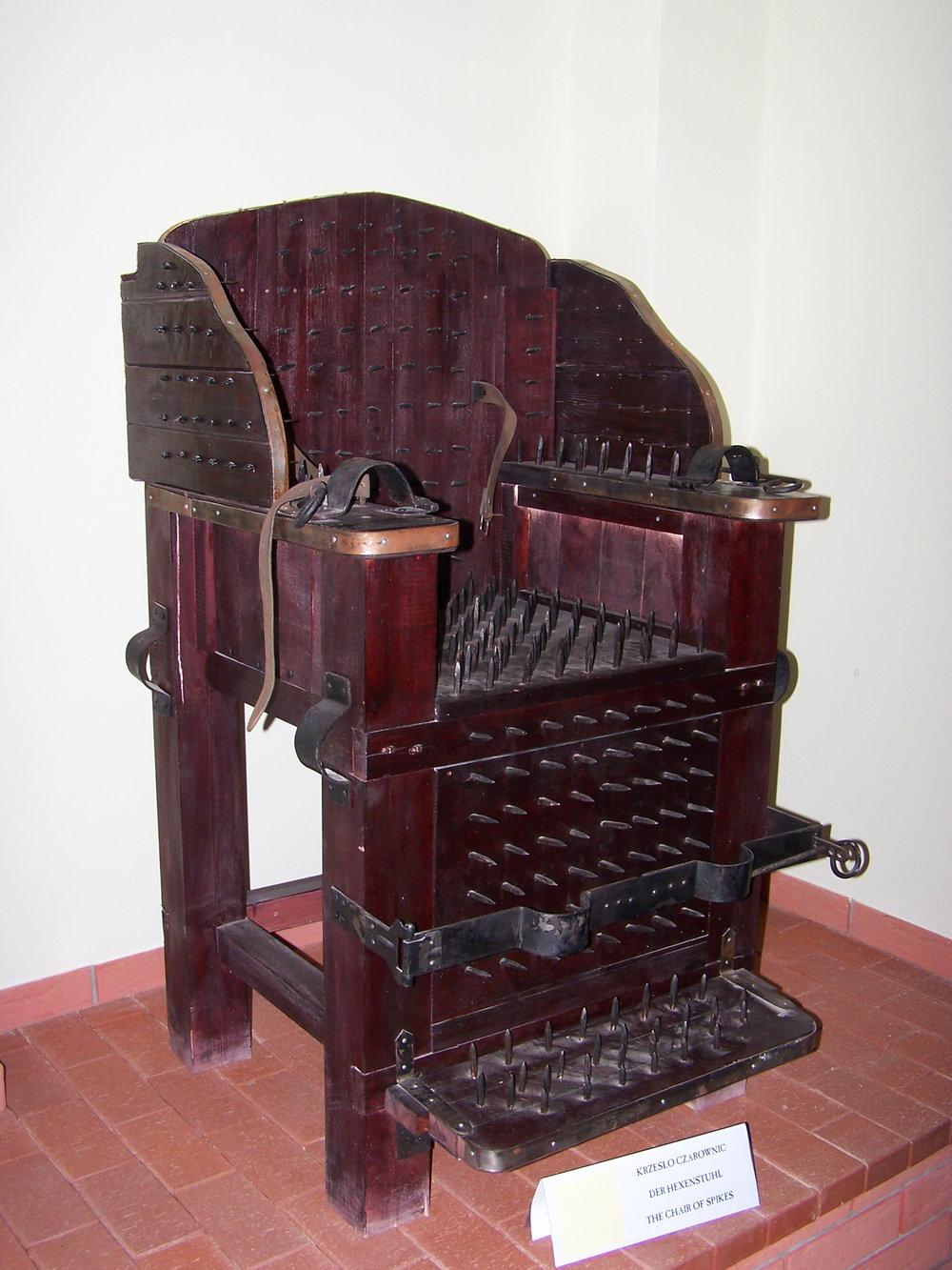 Muzeum_Ziemi_Lubuskiej_-_Muzeum_Tortur_-_Krzesło_czarownic_2.JPG