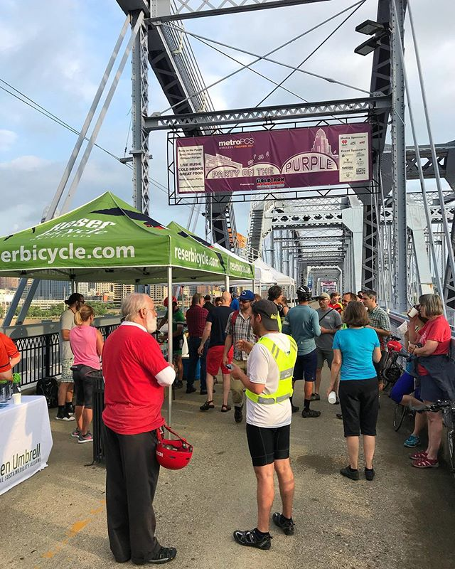 ♥️ 🚲 🍩 ☕️ Breakfast on the Bridge with @reserbicycle @tristatetrails @aaa_ohio @trailheadcoffee_ @tasteofbelgium @purplepeoplebridge #cincybikemonth #bikemonth #getsomeonebiking