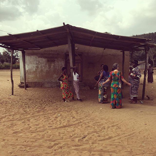 La Chapelle Notre-Dame de Lourde Village: Ira Pays: Côte d'Ivoire  #lavitrinederoncalli #lemondederoncalli