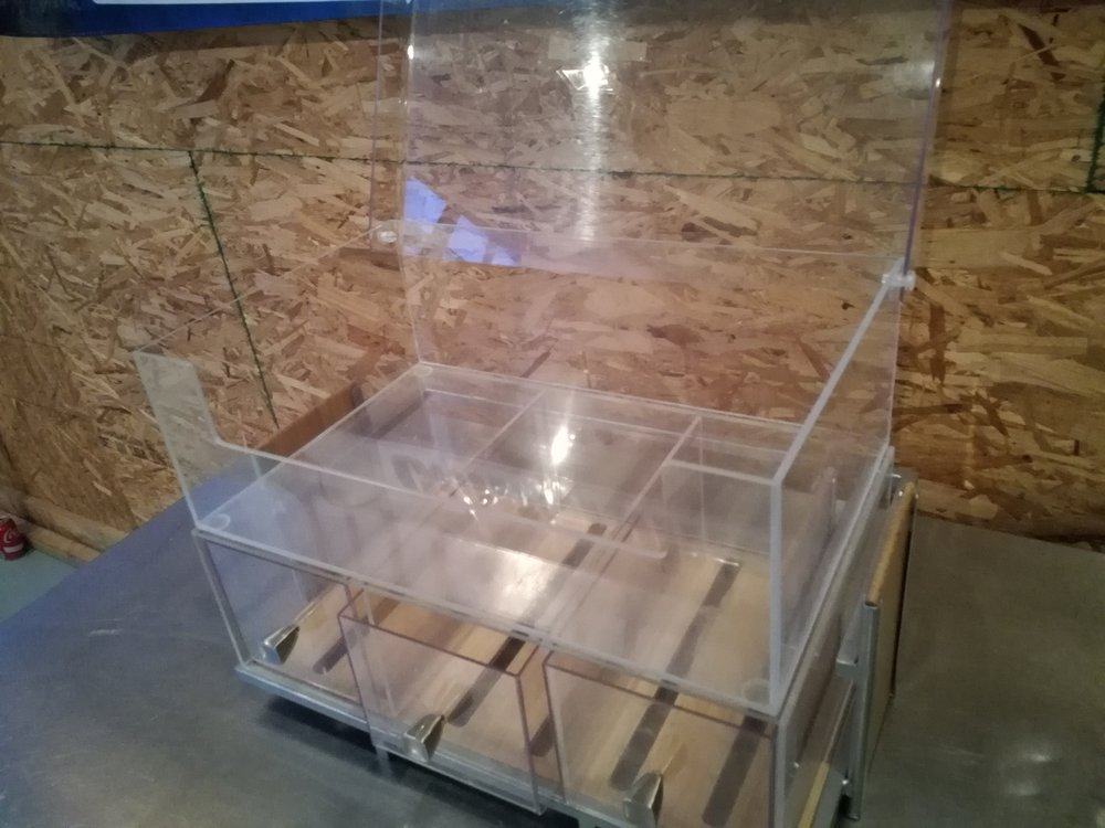 Pastry Display Cabinets $75 - Excellent for breads, pasties, cookies, bagels and more. Easily display all of your fresh baked goods with easy access. This display case is perfect for placing on a counter in convenience stores, bakeries, or restaurant to show off bagels, donuts, or pastries.  Includes both cabinets.