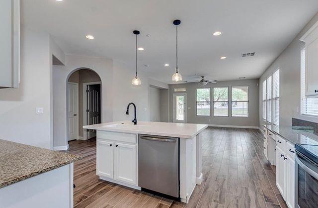 For Sale!! 3 Bedroom, 2 Bathroom remodeled home in Peoria! Call |Dm for pricing & additional details. . . . .  #realestate #peoriaaz #phoenix #scottsdale #kitchenremodel #hardwoodfloors #homesbyheathers #chadhopkins #forsale #arizonarealestate #arizonastaging #homestaging #staging #arizonaphotographer #arizonalandscape #arizonahomes #starterhome